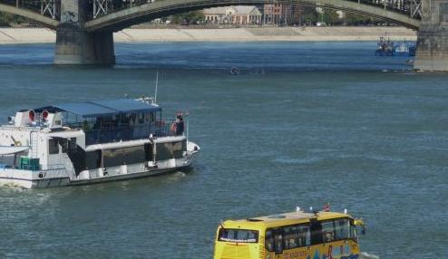 Iskolahajó vagy iskolabusz?
