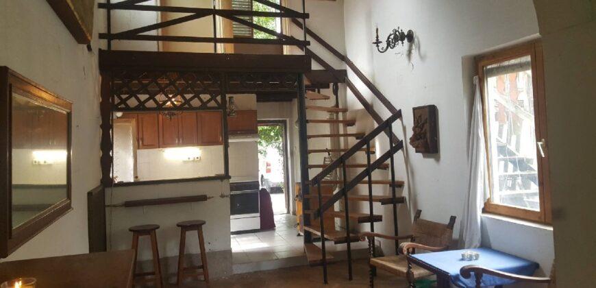 Galériás lakóház